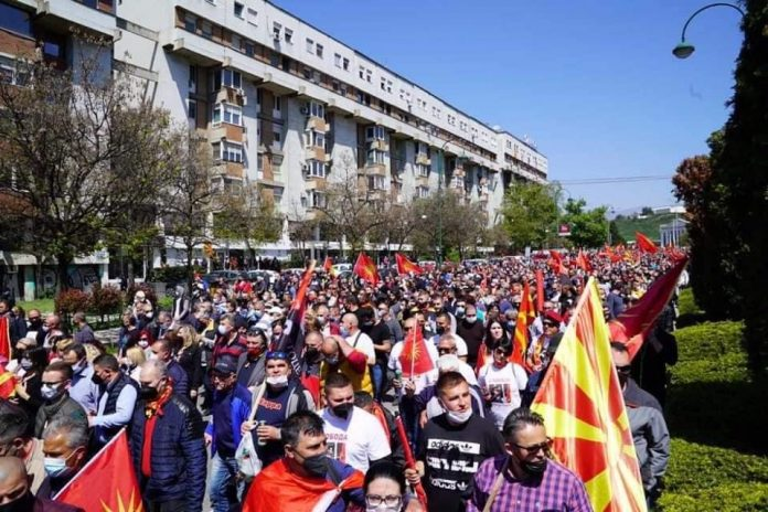 Macedonians protest skopje april 25